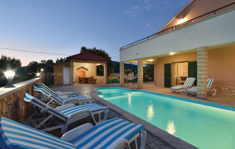 Villa Renato peaceful oaza in nature with big pool, vacation rental in Split
