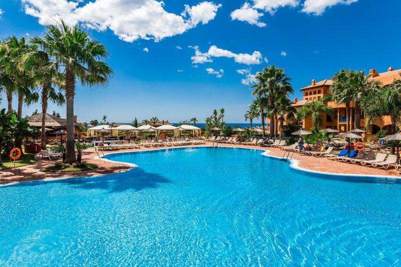 Сozy Apartment in the apart-hotel Pierre & Vacances Estepona****, vacation rental in Estepona