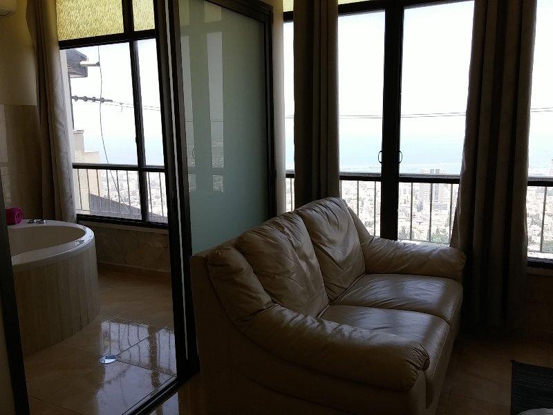 2BR Modern Panorama view near Baha'i garden and  golden shrine, holiday rental in Ein Hod
