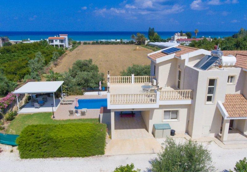 Villa Rose: Large Private Pool, Walk to Beach, Sea Views, A/C, WiFi, holiday rental in Nea Dimmata