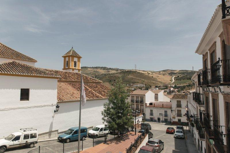 Casa Clara, amplia casa de pueblo cerca del caminito del rey, holiday rental in Gobantes