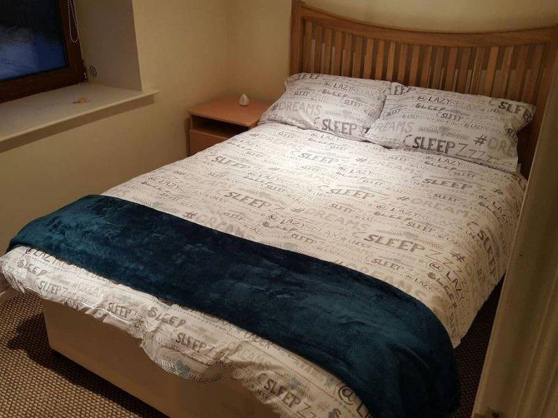 Doppelbett, im Schlafzimmer