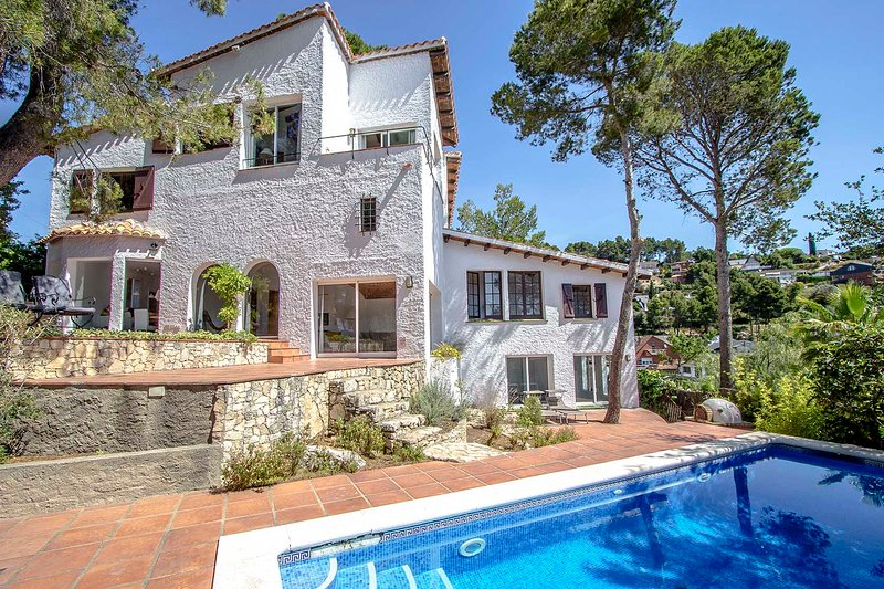 Catalunya Casas: Majestic Villa Fontpineda, 30 km to Barcelona city center! – semesterbostad i Collbato
