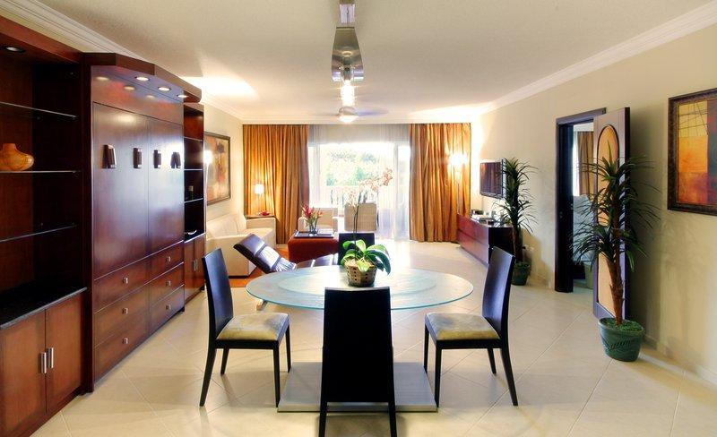 1 Bedroom Presidential Suite - VIP All Inclusive! - Puerto Plata, aluguéis de temporada em Puerto Plata