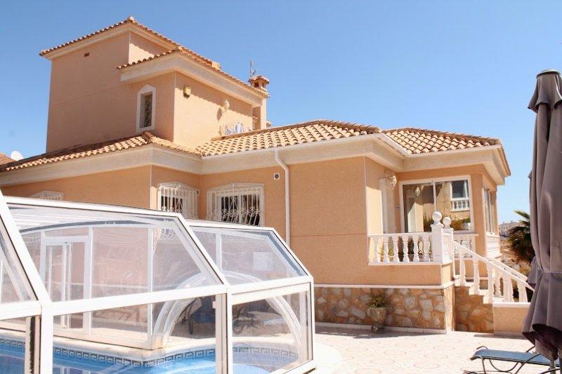 Villa Christina, Fully air conditioned, private villa with heated swimming pool., location de vacances à Lo Rufete