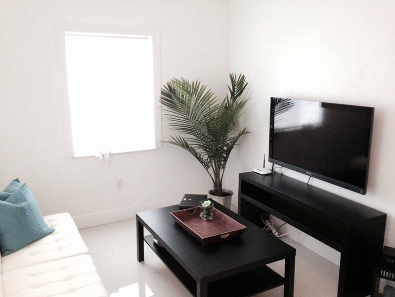 Modern Apt - Centrally Located (Between Brickell & Coral Gables), holiday rental in Coral Gables