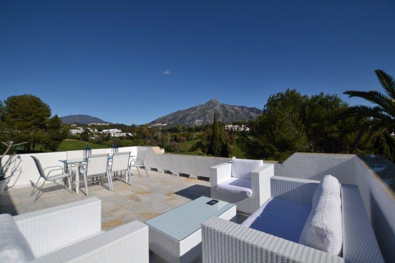 vista do nosso terraço para campo de golfe e de montanha La Concha