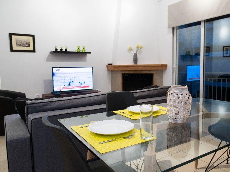Harmony central residence 100m metro- first floor apartment, location de vacances à Kamatero