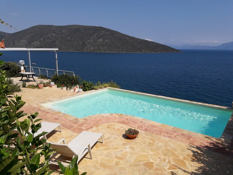 villa-skorponeria with fantastic see view and private beach and swimming pool, vacation rental in Skroponeria