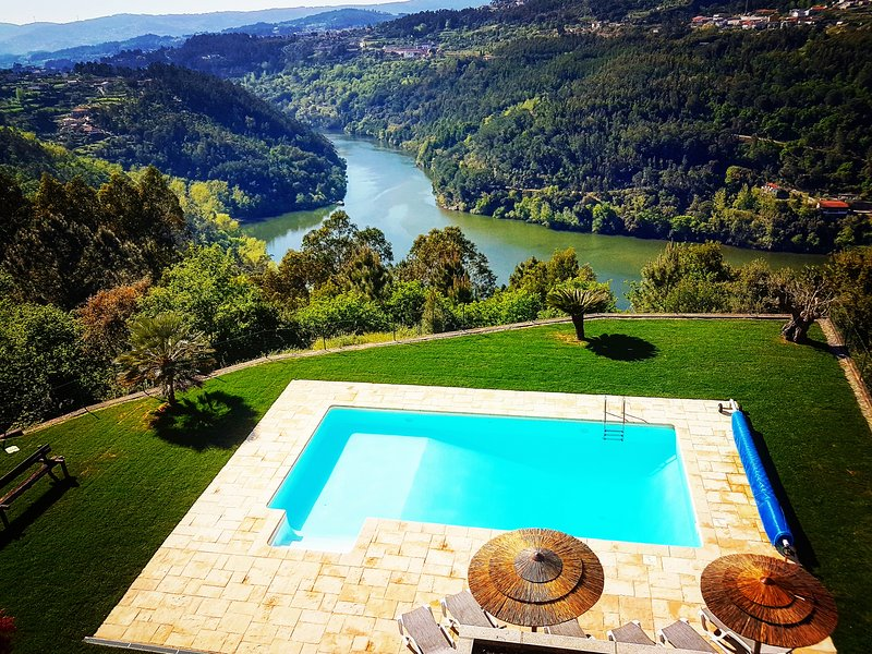 Quinta das Tilias Douro Valley / Rio Douro / Free WiFi / 50' from Oporto Airport, vacation rental in Viseu District