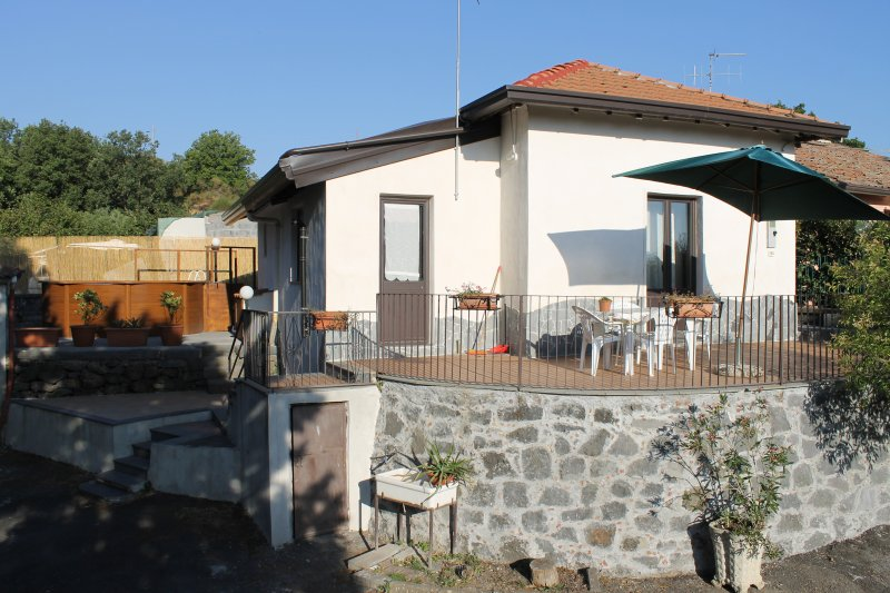 Casa Vacanza Etna - un oasi di pace e serenità, holiday rental in Solicchiata