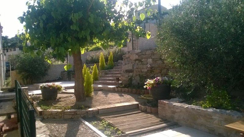 Alquilo en CANTALLOPS – Entrada pueblo – Tranquilo/relajante – Vista al infinito, holiday rental in Capmany