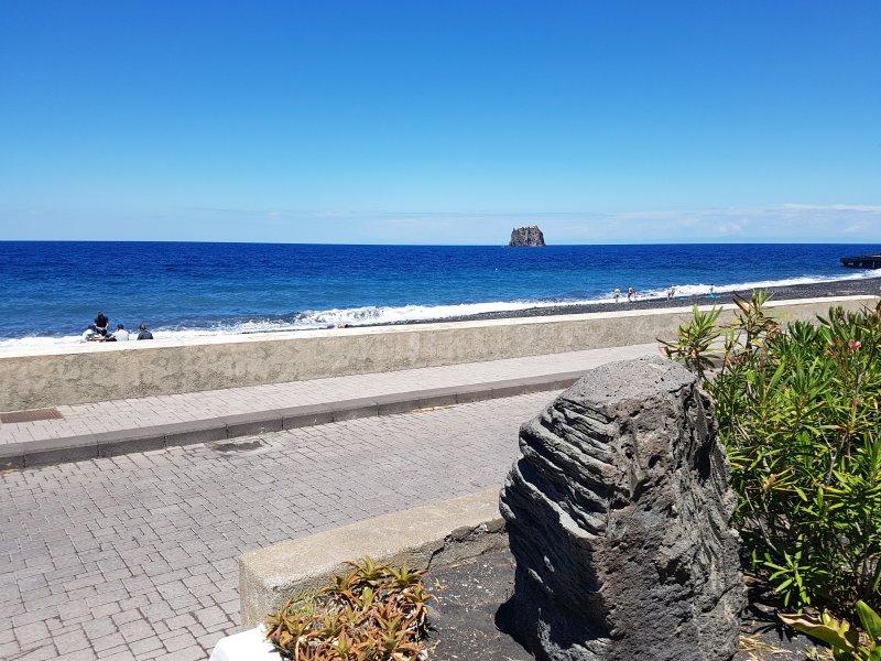 La casa de playa se encuentra en la playa de ficogrande, a solo 10 metros de la playa.