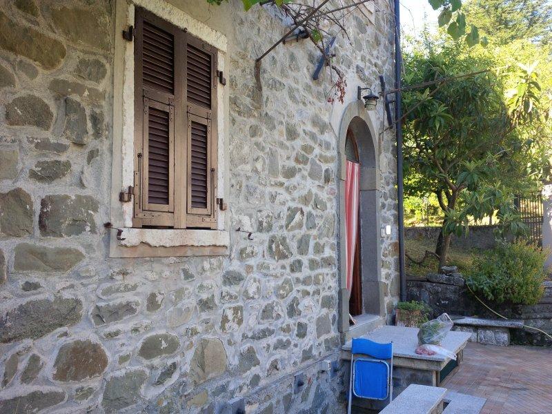 paesino con piscina termale, holiday rental in Pugliano
