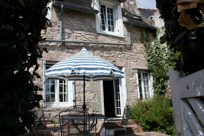 Traditional Cottage in Fishing Port, holiday rental in Cotes-d'Armor