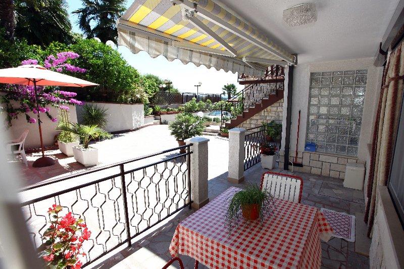 BJ2 Spacious Holiday Studio Apartment, alquiler vacacional en Portoroz