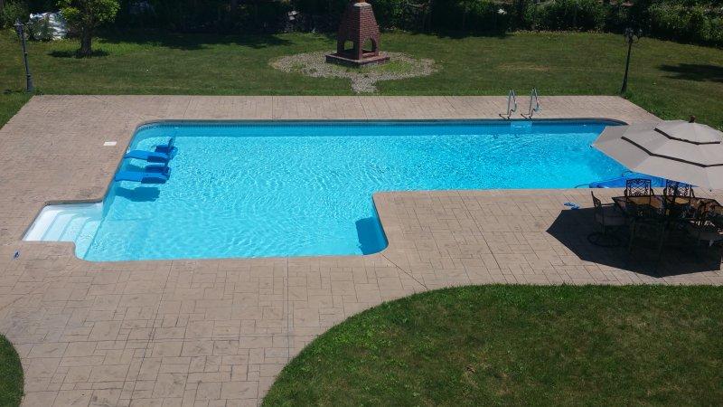 inground enorme sal aquecida pool..PRIVATE água