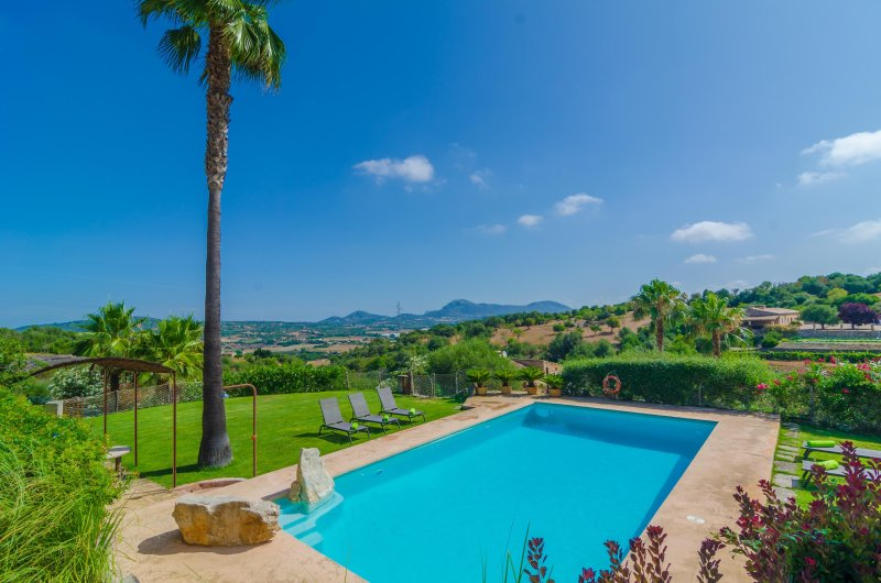 SES PEDRES - Villa for 8 people in MANACOR, location de vacances à Petra