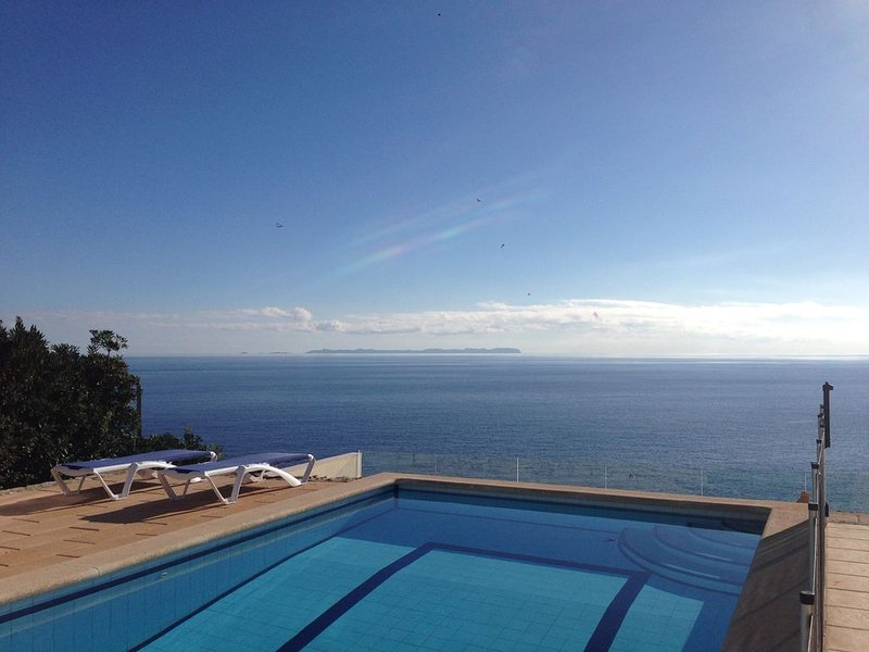 NEW! AMAZING SEAFRONT HOUSE WITH VIEWS ON ISLAND OF CABRERA, vacation rental in Cala Pi