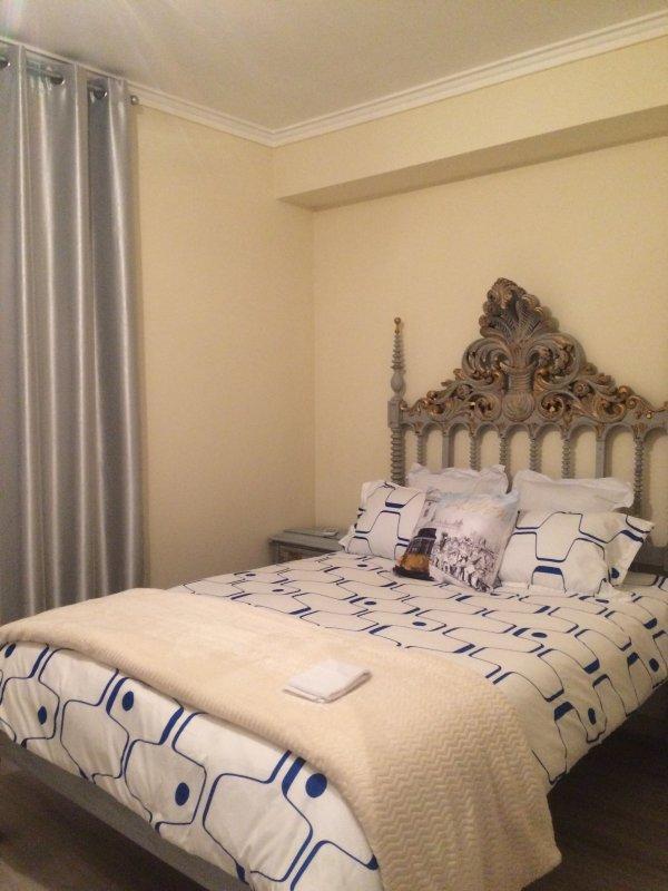 Una delle 5 camere da letto nella proprietà