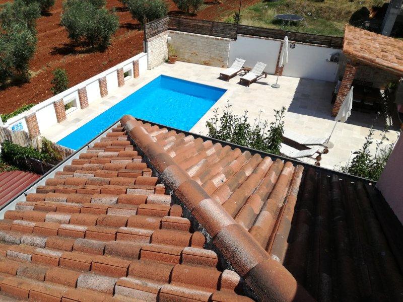 VILLA MIMOSA, house with private pool and beautiful garden, alquiler de vacaciones en Novigrad