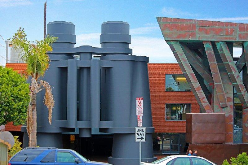 Binoculars Gebäude von Frank Gehry auf der Straße von Haus gebaut