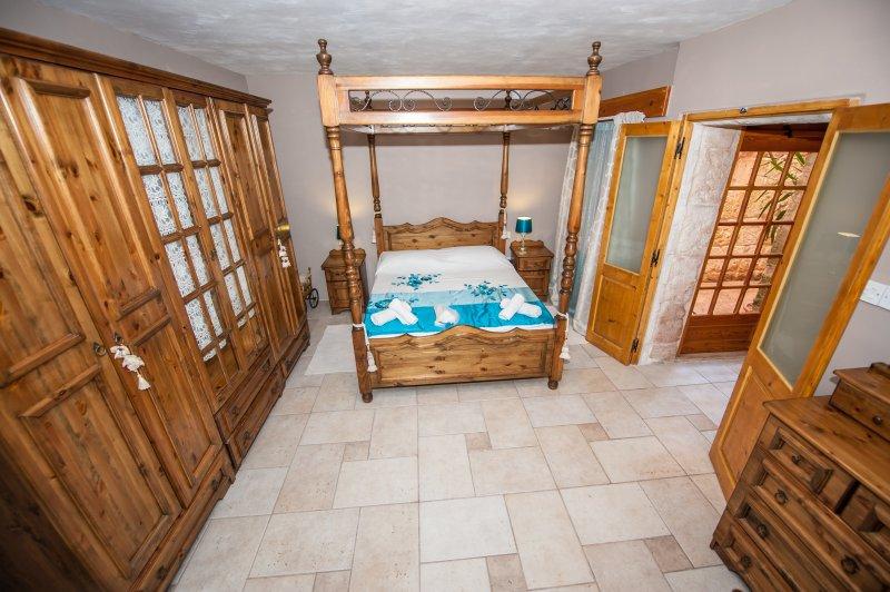 Chambre à coucher principale avec salle de bains KingSize