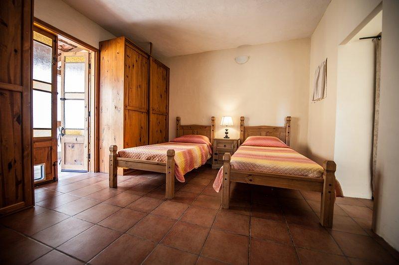 2 lits simples avec terrasse extérieure