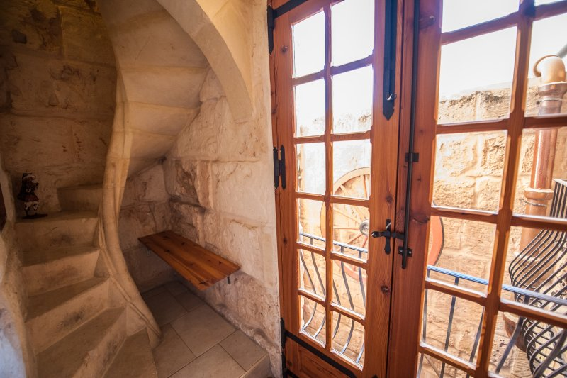 décor antique escalier en spirale
