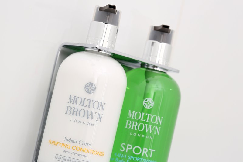 Complementary Molton Brown toiletries & fluffy white towels.  All linen provided