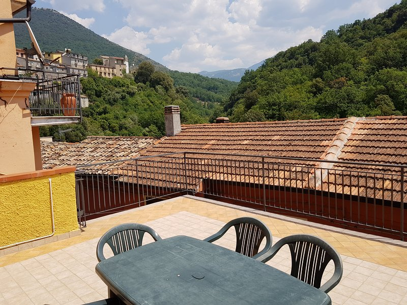 Bed and Breakfast Via Roma Big Room, holiday rental in Castelluccio Superiore