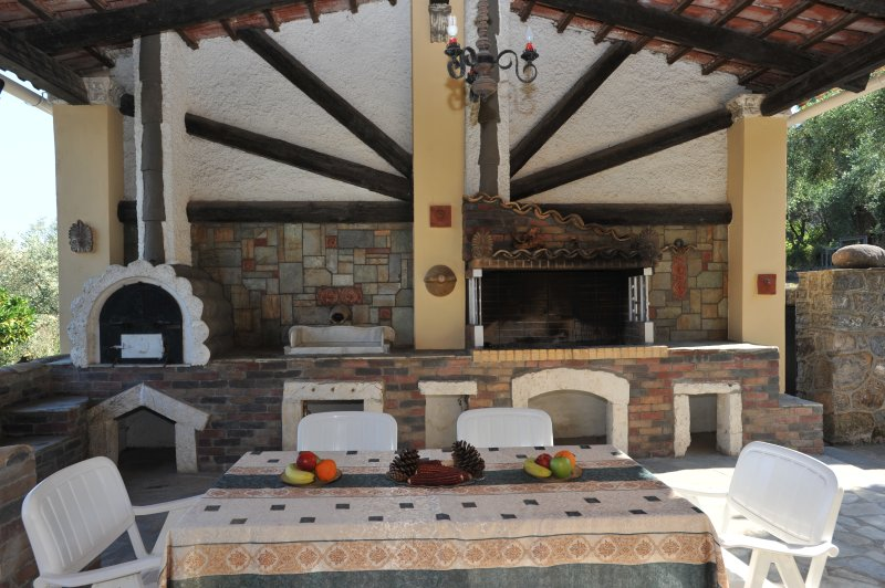 OUTDOOR SEATING – BARBEQUE
