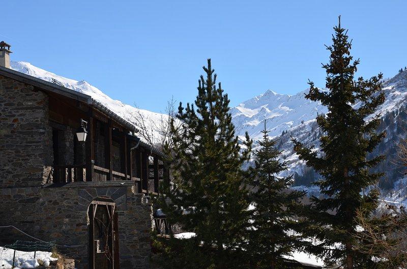appartement indépendant 8/10 personnes pied des pistes dans chalet, holiday rental in Saint Michel de Maurienne