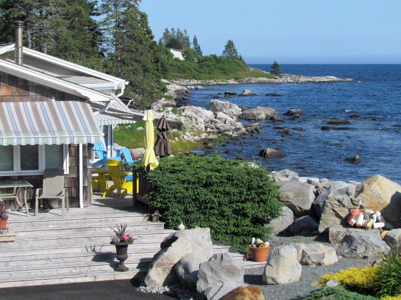 Ocean Surf Cottage at Summerville Beach - Reboot Your Soul, location de vacances à Hunts Point