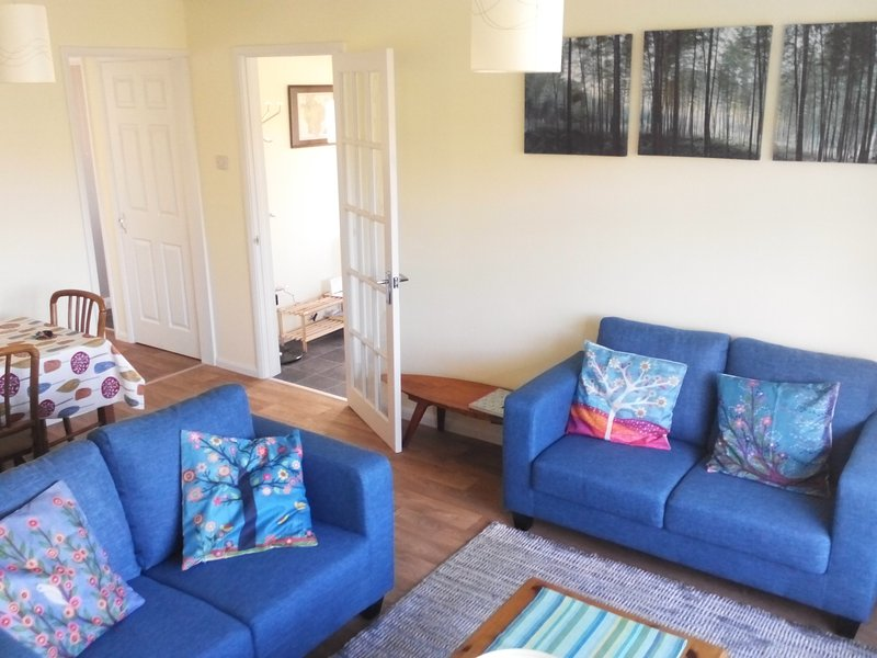 Recently refurbished bungalow in the historic town of Totnes. Sleeps 3+1., alquiler de vacaciones en Totnes