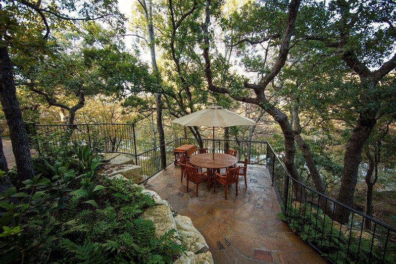 patio terraza con comedor al aire libre