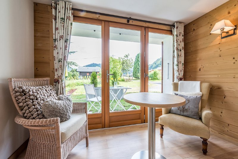 Views of the Morzine/Avoriaz mountains to enjoy through the panoramic floor to ceiling French doors.