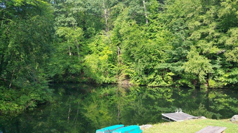 lago privado para pescar e nadar durante todo o dia
