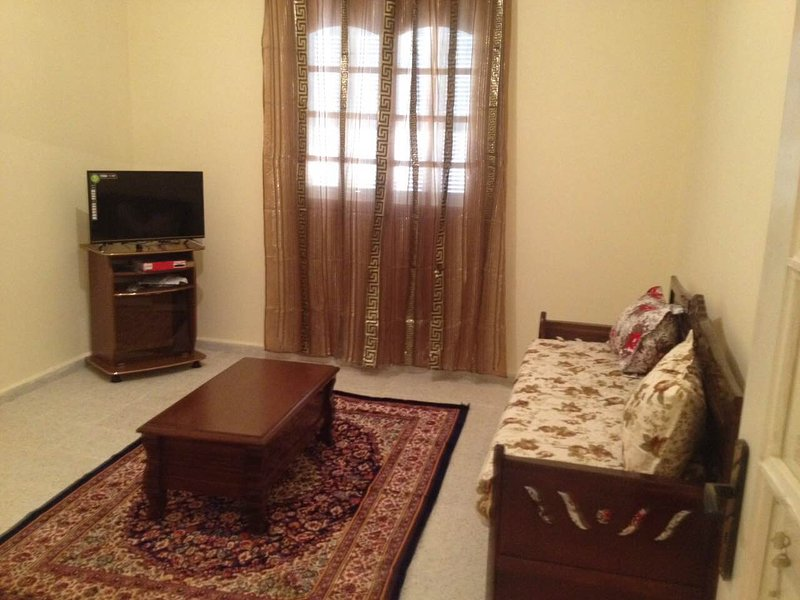 New Built 2 bedroom apartment/ F3, location de vacances à Skikda Province