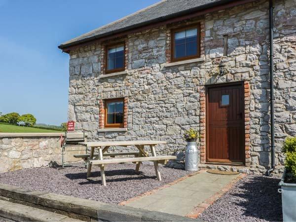 CORNEL CLUD, family-friendly, courtyard, near Abergele, Ref 10786, casa vacanza a Betws yn Rhos