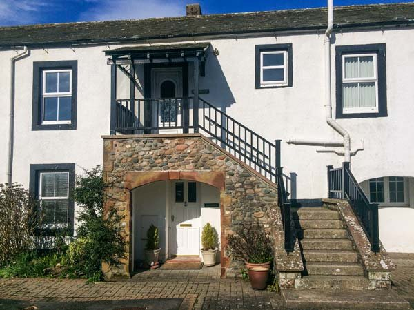 GREENMANTLE, seafront ground floor apartment, great views, in Skinburness near, holiday rental in Bowness on Solway