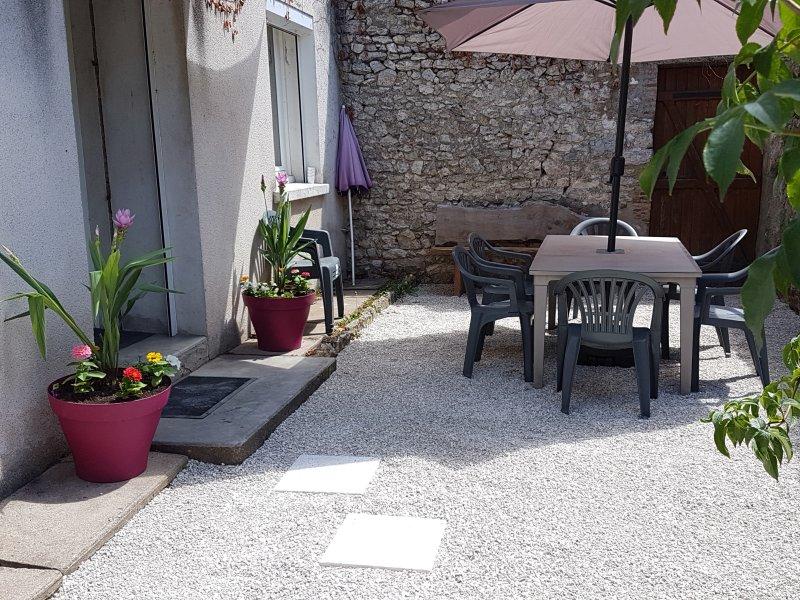 Proche château et Loire a vélo, La Maison de Fanny, vacation rental in Mer
