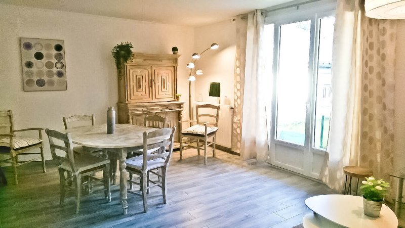 APPARTEMENT AVEC JARDIN AUX ABORDS DE PARIS, casa vacanza a Nogent-sur-Marne
