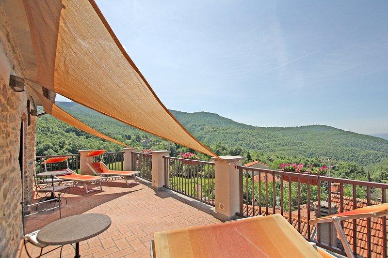 Casa Del Vescovo Restored Mountain Retreat - 12th century house., holiday rental in Sansepolcro