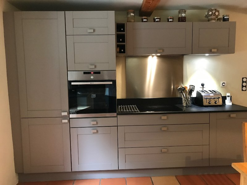 Electric fan oven and induction hob, integral fridge freezer