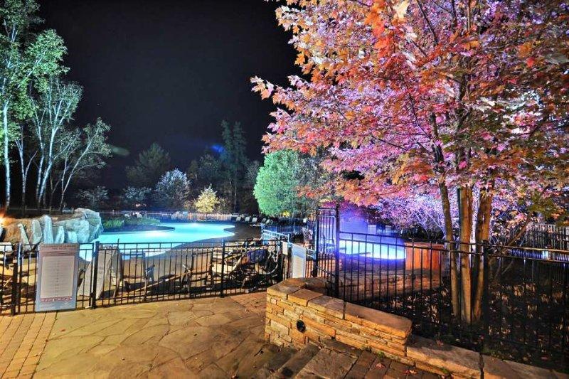 Noites à beira da piscina