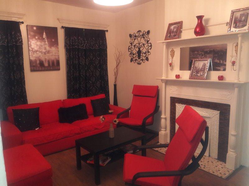 Cozy 3 bedroom in a very quiet tree line block. Historic Bedford Stuyvesant ., location de vacances à Brooklyn