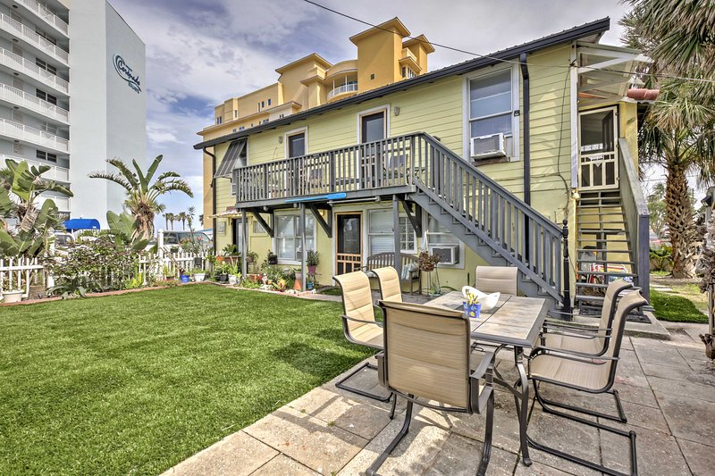 For your Sunshine State getaway, book this lovely 2-bedroom, 1-bathroom vacation rental apartment, situated just steps from the sandy shores in New Smyrna Beach!