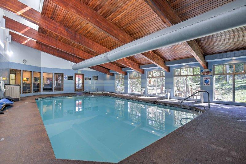 Faites un plongeon rafraîchissant dans la piscine.