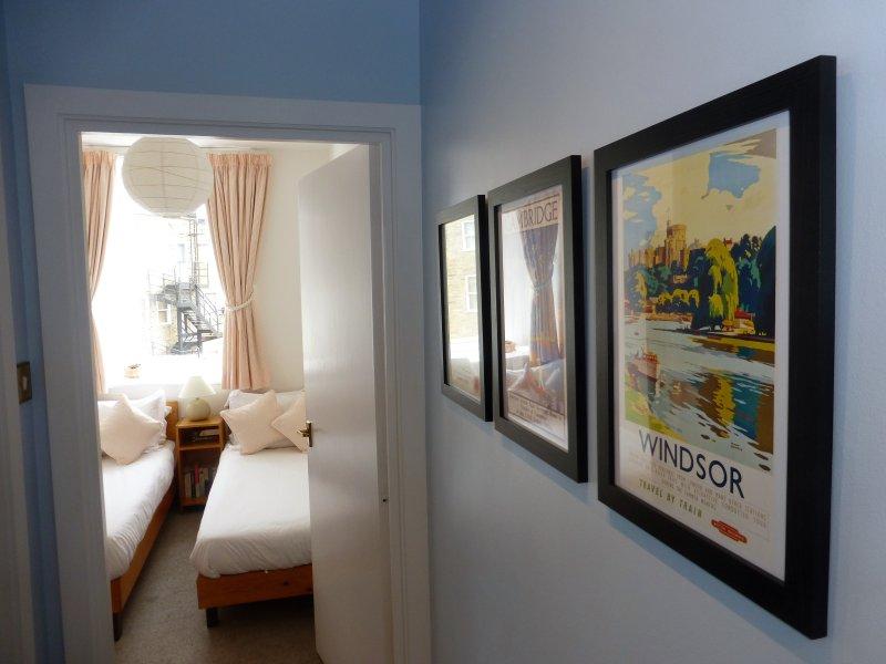 Sala che conduce alla seconda camera da letto, due letti singoli.